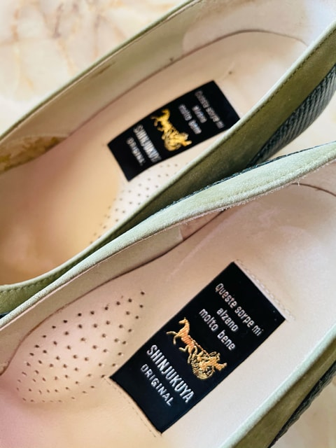 【サイズ22.5】SHINJUKUYA◆専門店◆高級ミドルパンプス < 女性ファッションの