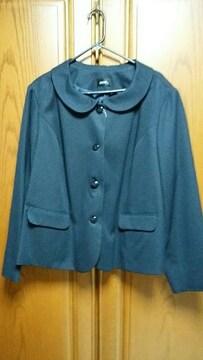 【超大きいサイズ】とっても素敵なスーツ。コサージュ付き。新品タグ