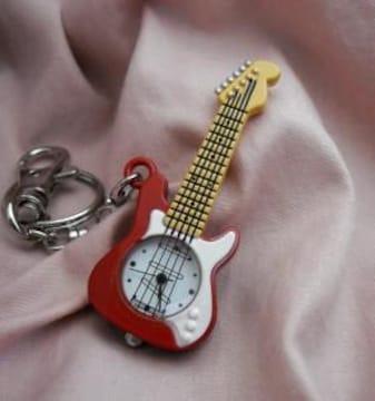 キーチェーンウォッチーギターRD時計