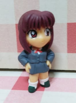 なんかの女の子キャラクターのフィギュアスイング