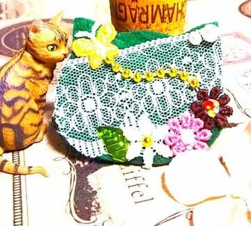ハンドメイド*・゚デコレーション猫faceブローチ☆Green/花畑と蝶