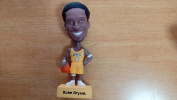 Kobe.Bryant.首振フィギュア、