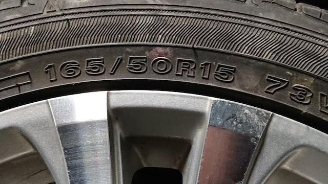 中古15インチアルミホイール 165/50タイヤ付き 二本セット < 自動車/バイク