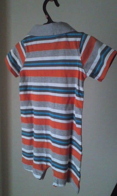 新品☆carter's12monthsボーダーポロシャツ風ロンパ♪ < ブランドの