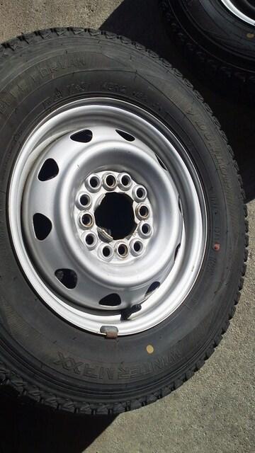 軽トラや軽バンに便利な12穴マルチ深溝スタッドレス145R12 < 自動車/バイク