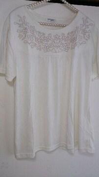 新品タグ☆大きいサイズ☆胸元刺繍入Tシャツ♪LL*ホワイト