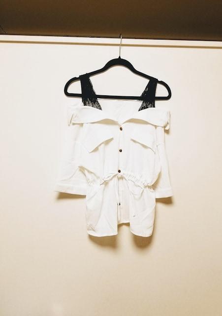 新品◆FUN◆肩黒レースウエスト絞りオフショルダーシャツ白F  < 女性ファッションの