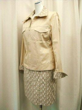 【アンドレルチアーノ】ライトベージュ色ミニスカートスーツです
