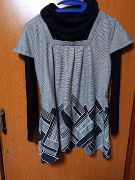 �A 黒とグレーの長袖チュニック