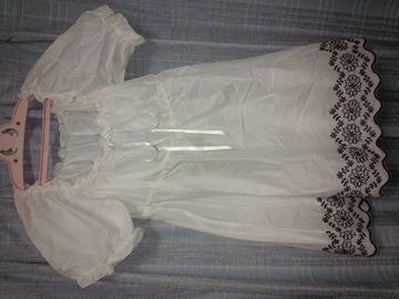 ホワイト★チュニック★裾デザイン刺繍〜Mサイズ未使用品