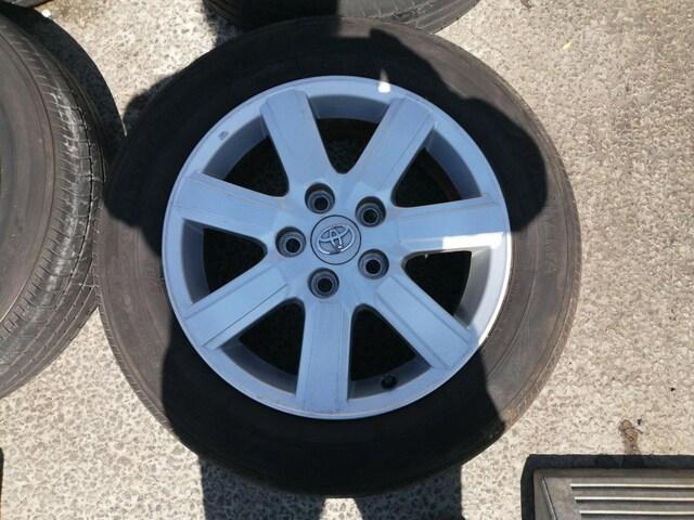 トヨタノアヴォクシー純正アルミホイールタイヤ205/60r16インチエスクァイアクラウンマーク�UXアリスト < 自動車/バイク