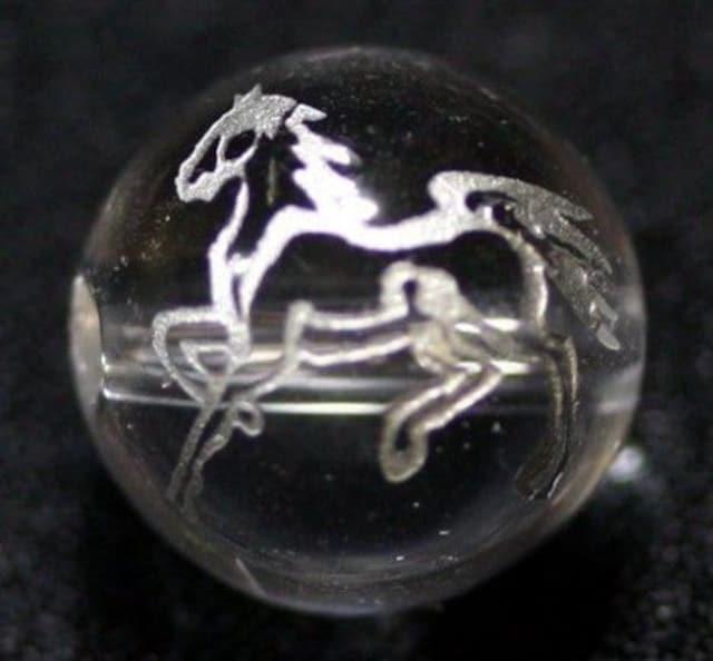 ☆銀色線彫りビーズ1粒☆馬☆水晶12mm@1個  < ペット/手芸/園芸の