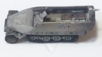 1/144   ドイツ装甲車sd.Kfz.251/1Ausf.D