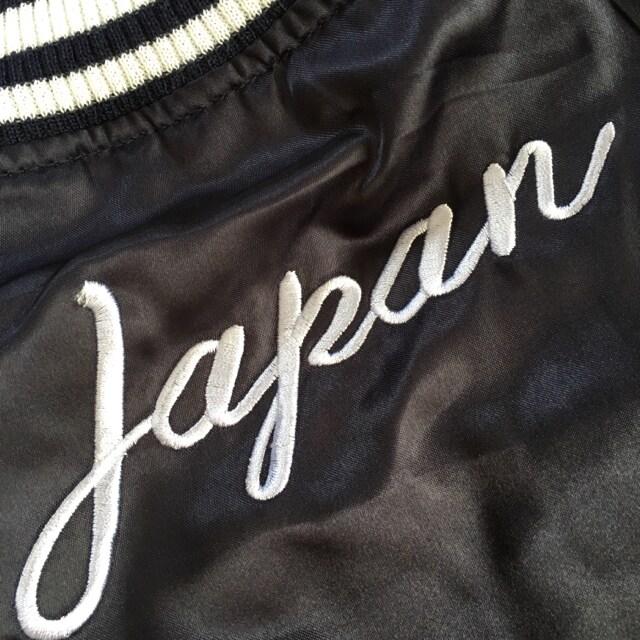 JAPANロゴ&ブサカワキャット刺繍スカジャン・ネイビー < 女性ファッションの