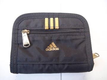 adidasの二つ折り財布!。