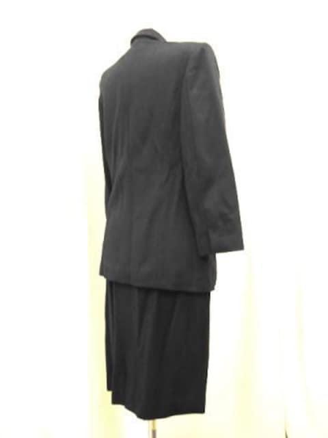 【レナウンルック】黒のスカートスーツです < 女性ファッションの