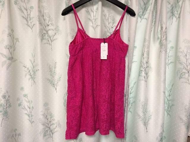 新品未使用ピンクレース花柄キャミワンピースショッキングピンク < 女性ファッションの