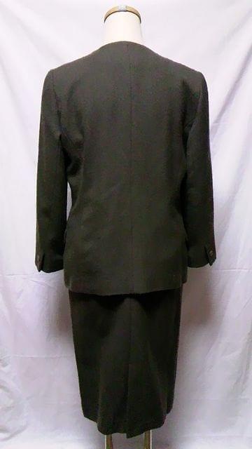 日本製・イトキン〓毛ウールノーカラージャケット&膝丈スカートスーツセットアップ〓茶色 S・W60 < 女性ファッションの