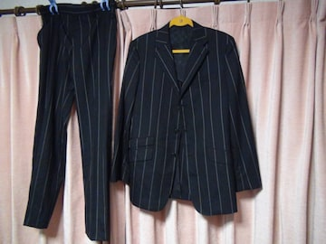 コムサデモードのスーツ(L)黒で白、赤の縦ジマ!。