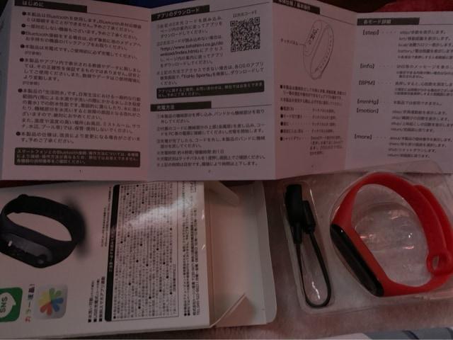 送料込み 新品未使用 スマート ブレスレット 腕時計赤色 < 女性アクセサリー/時計の