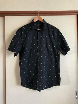 美品H&Mヤシの木柄ブラック半袖シャツサイズL