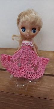 プチブライスピンクのレース編みドレス