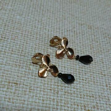 雫ビーズとゴールド色お花モチーフイヤリング 新品未使用