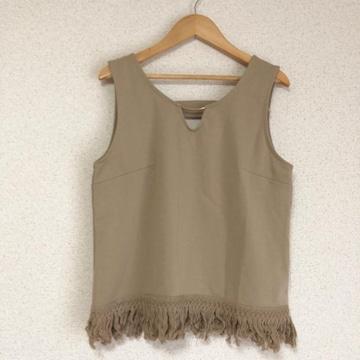 新品タグ付き 裾フリンジ、ノースリーブカットソー Lサイズ●