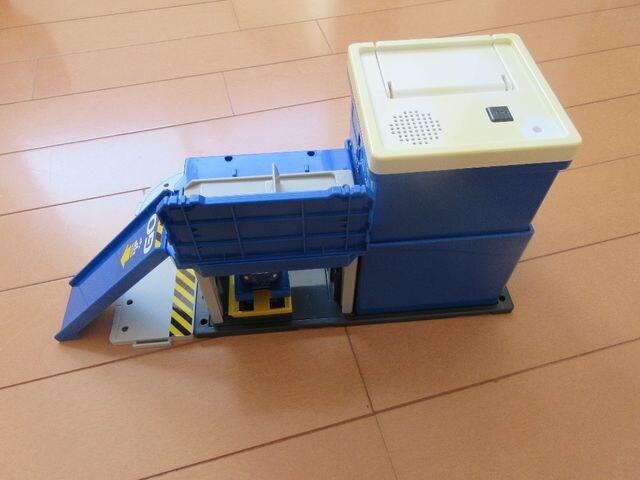 [絶版品・部品欠品有]TOMICA ハイパー連結本部整備ベース&給油ベース < おもちゃの