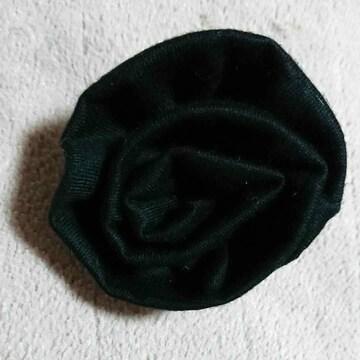 黒色布ローズモチーフブローチ