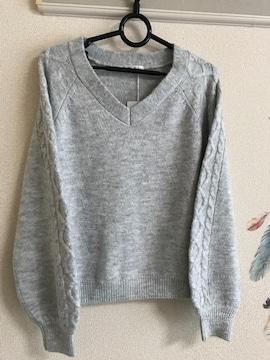 新品未使用 ☆厚手ラメ入りVニットセーター