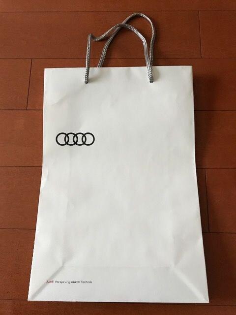 アウディ 紙袋 Audi < 自動車/バイク