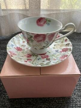 花模様のカップとソーサー