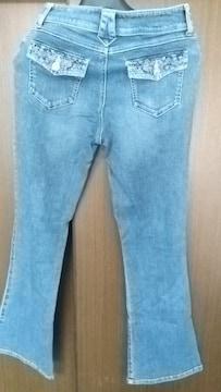 刺繍デザインが可愛い◆ブーツカットジーンズ◆ウエスト64cm