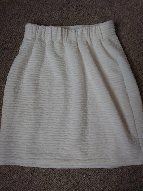 ☆美品 LIP SERVIS オフホワイト立体柄ミニスカート☆М < ブランドの