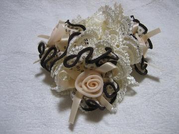シュシュ 立体ローズ3こ アイボリー 髪飾り ヘアアクセサリー