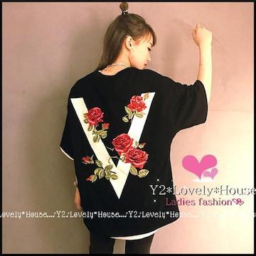 〜3L(4L)*薔薇模様VロゴTシャツ*黒