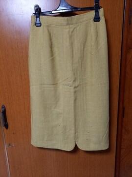 ∞ カラシ色のスカート