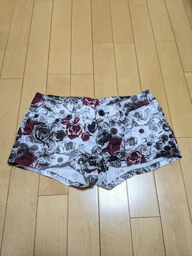 【美品】レディースショートパンツ ホットパンツバラ柄 Sサイズ