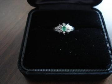 ★エメラルド&ダイヤのプラチナデザインリング★指輪