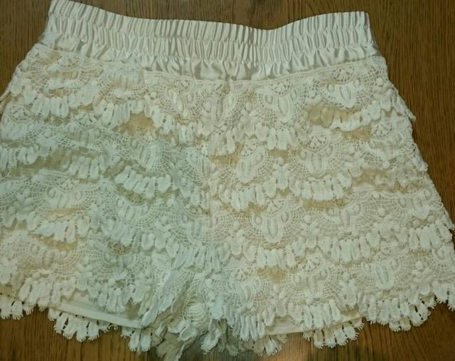 白 レース フリル ショートパンツ キュロット ウエストゴム < 女性ファッションの