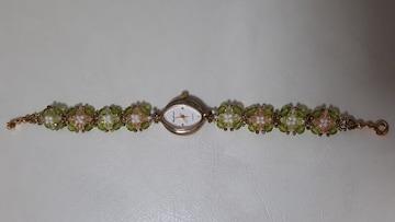 ビーズフラワーが可愛いブレスレットの時計