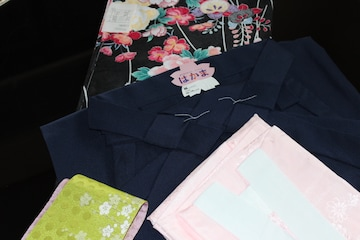新品・卒業式を華やかに彩る、花柄2尺振袖着物,袴4点セット!