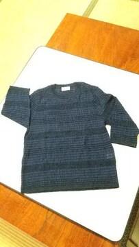 シンプルな紺色サマーセーター