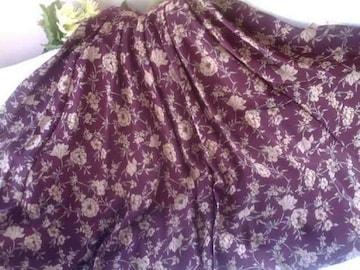 BeeBeeのフレアーふんだんスカート