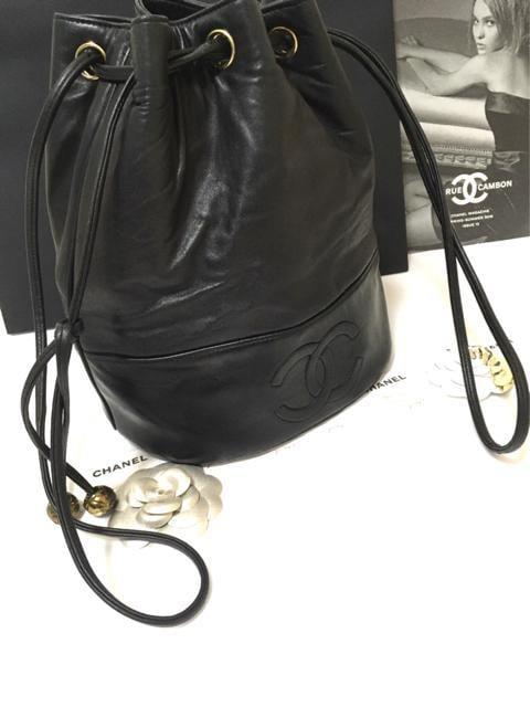 美品 シャネル デカココ ショルダーバッグ 巾着 ブラック 正規品 < ブランドの