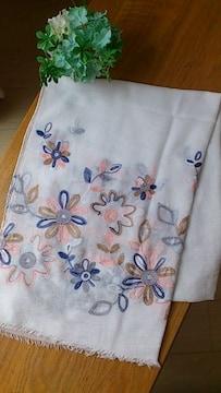 新品タグつき*裾花柄コットン混大判ストール カラフル刺繍 ホワイト