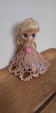 プチブライス薄茶のレース編みドレス
