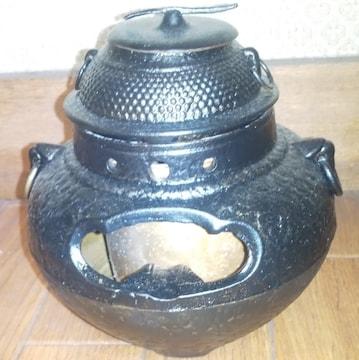 南部鉄器の小さな茶釜です。