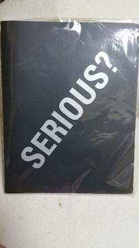 送料無料/布袋「SERIOUS?」ツアーグッズ/ステッカー付バインダー